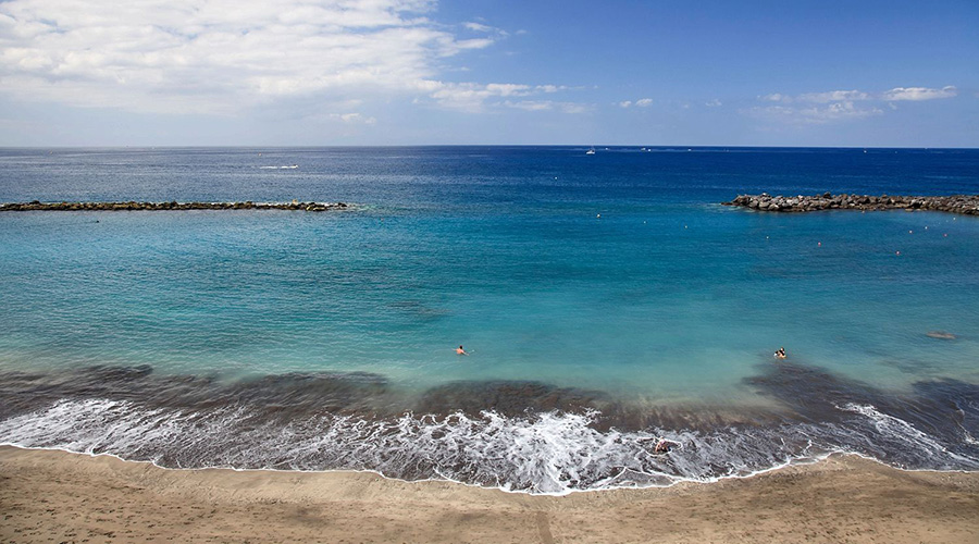 Clear-skies-and-welcoming-waters-in-Tenerife